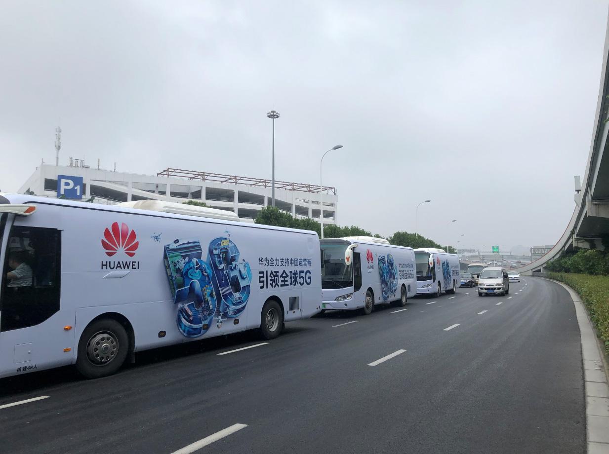上海租大巴车,车身广告,广告车大巴车